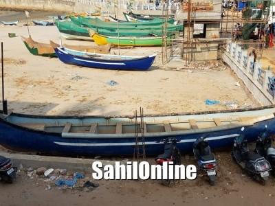 مرڈیشور ساحل پر ماہی گیروں اور انتظامیہ افسران کے درمیان پارکنگ جگہ کو لےکر تنازعہ: ماہی گیروں کا احتجاج