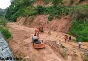 منگلورو میں کولشیکر کے قریب  ریلوے پٹری پر زمین کھسک گئی؛  مینگلور سے گوا اورممبئی  جانے والی ٹرین سروس  متاثر؛ کئی ٹرینیں رد