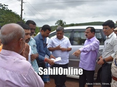 Minister Jagadish Shettar visits flood-affected areas in Kumta