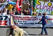 فرانس میں جی-7 مذاکرات کے آغاز سے قبل احتجاج و مظاہرہ
