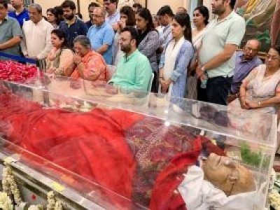 Arun Jaitley cremated with full state honours, son Rohan performs last rites