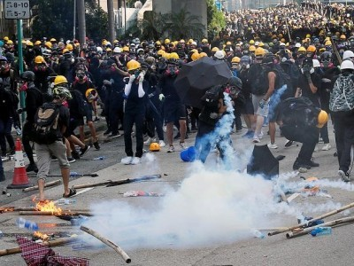 ہانگ کانگ میں مظاہرہ پُر تشدد،29لوگ حراست میں