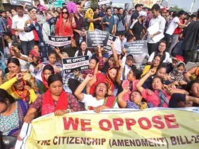 شہریت ترمیمی بل کے خلاف عوام سڑکوں پر اتر آئے ملک کی متعدد ریاستوں میں زبردست احتجاج۔ آسام میں بند۔ تریپورہ میں پر تشدد مظاہرے