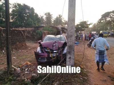 Speeding car rams into electric pole on Bhatkal NH-66: No casualties, major tragedy averted