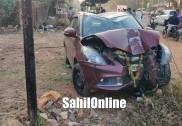 بھٹکل  میں تیز رفتار کاربے قابو ہوکر بجلی کے کھمبے سے ٹکراگئی، کار کو شدید نقصان، بڑا حادثہ ٹلا