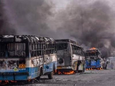 بنگال میں مظاہرین نے بس جلائی، ہائی وے جام کیا، ممتابنرجی کی اپیل،مخالفت کریں لیکن قانون ہاتھ میں نہ لیں