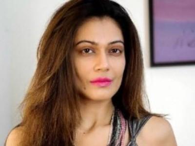 اداکارہ پائل روہتگی کو پولیس نے حراست میں لیا، نہرو خاندان پر قابل اعتراض تبصرہ کرنے کا تھا الزام