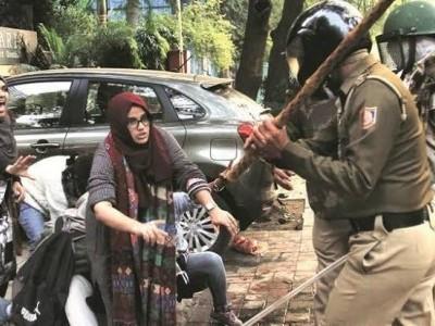 جامعہ ملیہ اسلامیہ : پولس کی بربریت، مسجد کی بے حرمتی، کیمپس میں گھس کر فائرنگ، درجنوں طلبہ و طالبات زخمی، کئی گرفتار