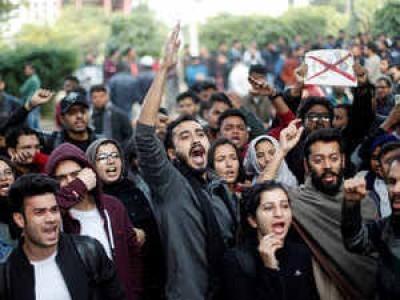 جامعہ ملیہ پولیس چھاؤنی میں تبدیل، مسجد کے امام نے پولیس سے کی اپیل، حراست میں لئے گئے مظاہرین