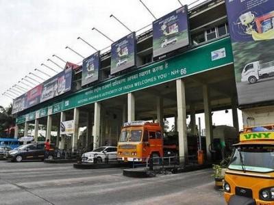 بنگلورو: فاسٹ ٹیگ نہ رکھنے والی سواریوں سے دوگنا ٹول فیس وصول پرائیویٹ بس ڈرائیوراور ٹول اہلکاروں کے درمیان جھگڑا