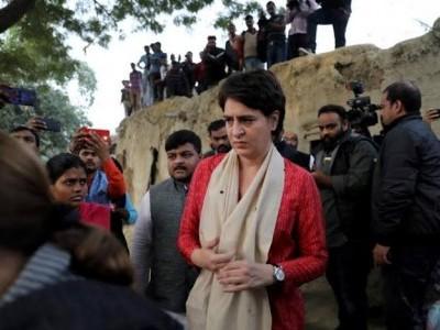 اناؤ عصمت دری متاثرہ کے لواحقین سے ملاقات کیلئے پہنچیں پرینکا گاندھی