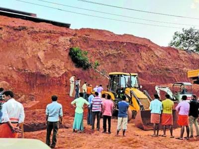 بنٹوال میں گھر کی تعمیر کے لئے زمین ہموار کرتے وقت پہاڑی مٹی کھسک گئی۔ ملبے میں دب کر 3مزدور ہلاک۔1شدیدزخمی
