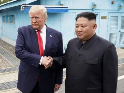 ٹرمپ کوریا کی سرحد عبور کرنے والے پہلے امریکی صدر، کم جونگ سے تاریخی مصافحہ