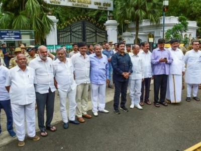 Karnataka: 13 rebel MLAs write to Speaker, seek four weeks' time to appear before him