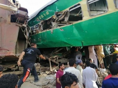 14 killed, 79 injured in Pakistan train collision