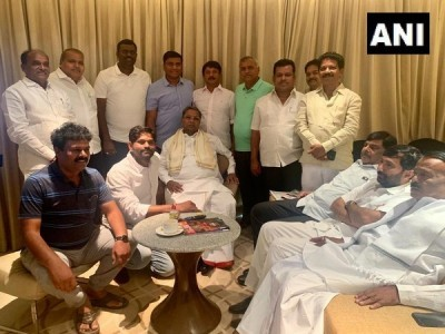 K'taka crisis: CLP leader Siddaramaiah meets party MLAs in Bengaluru