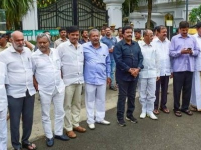 Karnataka MLAs in Mumbai may skip trust vote