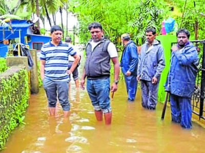 Midnight rain gets misery; Drains overflow, roads become pools