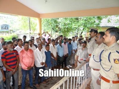 اڈپی ضلع پولیس نے کروائی گائیں چرانے کے معاملات میں ملوث157 افرادکی پریڈ۔ شہر بدرکرنے اور غنڈہ ایکٹ لاگو کرنے کی دی گئی وارننگ
