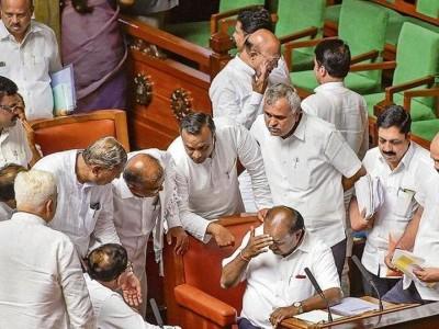 کرناٹک بحران: اسپیکر نے سپریم کورٹ سے کہا، نااہلی اور باغی ایم ایل اے ایس کے استعفوں پر کل تک فیصلہ لیں گے