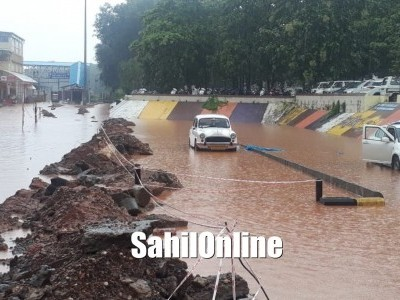 Heavy rain lashes Mangaluru