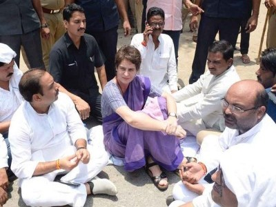 Priyanka Gandhi stopped from going to Sonbhadra to meet clash victims