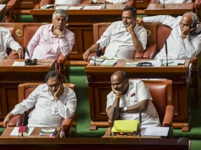 Karnataka trust vote: Kumaraswamy, Cong move SC against Guv