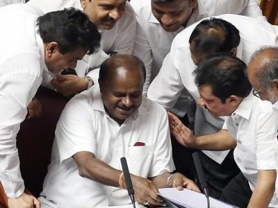 HD Kumaraswamy govt fate likely to be decided on Monday as coalition struggles to win back rebels