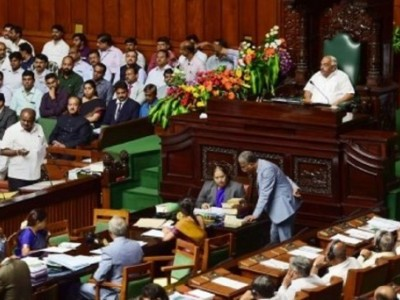 Karnataka trust vote put off again, speaker sets Tuesday 6 pm deadline