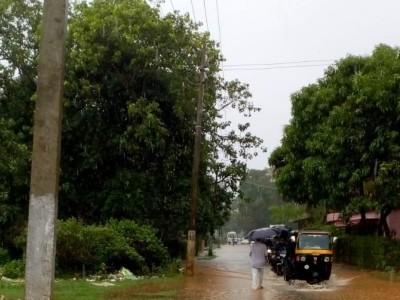 ساحلی کرناٹکا میں موسلادھار بارش کا سلسلہ جاری؛ اُترکنڑا میں ریڈ الرٹ؛ ساگرروڈ پر غیر قانونی باکڑوں کو نہ ہٹانے کے پیچھے کیا راز ؟ مینگلور اور اُڈپی میں منگل کو اسکولوں اور کالجوں میں چھٹی