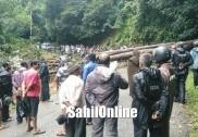اُترکنڑا میں صبح سے زبردست بارش؛ سداپور میں چلتی بائک پر درخت گرنے سے فوریسٹ آفسر ہلاک؛ انکولہ میں ریلوے پٹری پر چٹان کھسکنے سے کچھ گھنٹوں کے لئے سروس متاثر