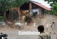 کاروار میں زوردار بارش؛ پرانی عمارت منہدم؛ آٹو رکشہ اور اسکوٹر کو شدید نقصان