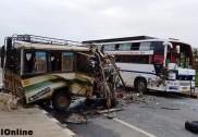 کمٹہ میں بس اور ٹمپو کی ٹکر؛ ایک جاں بحق، نو شدید زخمی؛ ٹمپو کے پرخچے اُڑگئے