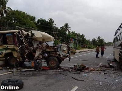 One dead nine injured in Bus-Tempo collision on Kumta NH-66