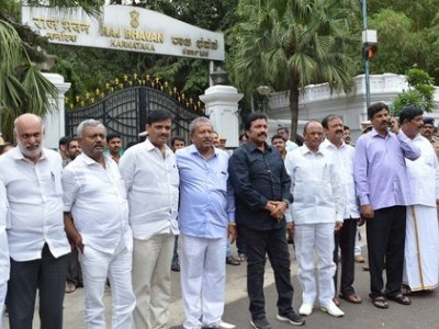 Karnataka crisis: SC agrees to hear plea of 5 more rebel MLAs on Tuesday