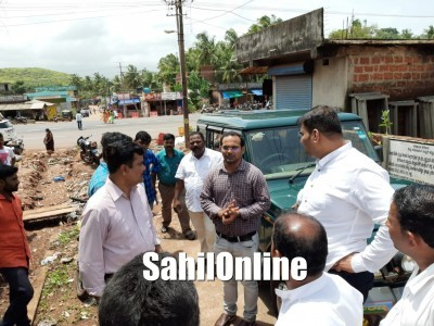 Bhatkal MLA Sunil Naik inspects site for construction of new fish market at Sarpankatta region in Bhatkal