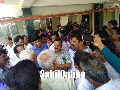 Karwar: Memo submitted demanding Multispeciality hospital in Kumta as a central place