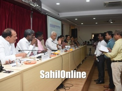 Udupi: Minister takes officials to task over drinking water, sanitation