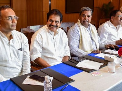 Congress Dissolves its Karnataka State Unit, Retains Chief and Working President
