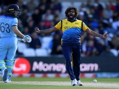 Malinga, Mathews keep Lanka's Cup hopes alive