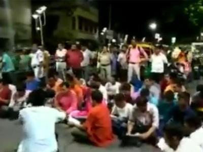 بنگال: نماز کی مخالفت میں بی جے پی 'یوتھ ونگ'کے کارکنوں نے سڑک پر کیا ہنومان چالیسا