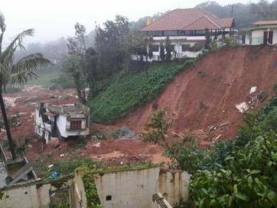 Landslide scare in Madikeri: Residents move to safer areas