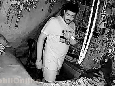 Thief caught in the act on CCTV in a shop in Murdeshwar