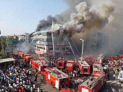 بیروت میں ہوئے زبردست دھماکہ کی کیا ہے اصل کہانی ؟  6 سال سے ایک بحری جہاز پر 2750 ٹن دھماکا خیز مواد امونیم نائٹریٹ رکھا ہوا تھا؛ اب تک 135 کی موت