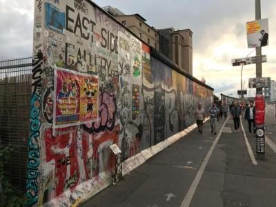 دلوں کو تقسیم کرنے والی دیوارِ برلن کی یادیں اب بھی باقی ہیں