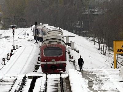 وادی کشمیر میں ریل سروس بحال، گزشتہ تین ماہ سے تھی بند
