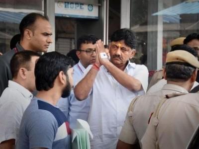 DK Shivakumar hospitalised due to high blood pressure