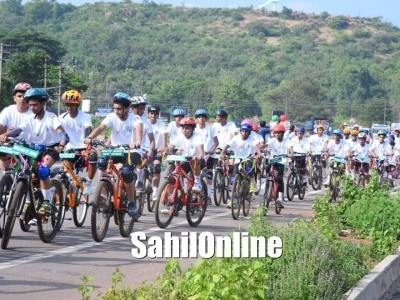 Creating awareness on 'Fight Pollution - Live Healthy' Green Valley School students take out cycle rally from Shirur to Bhatkal