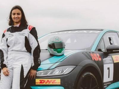 الدرعیہ میں فارمولہ ای ریس میں شرکت کرنے والی پہلی سعودی خاتون