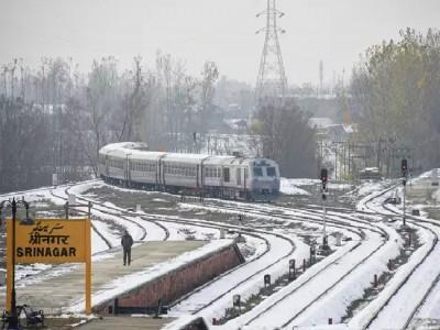 کشمیر میں ساڑھے تین ماہ بعد سری نگر تا بانہال ریل خدمات بحال